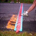 Ein Läufer an der Startlinie eines Wettkampfs