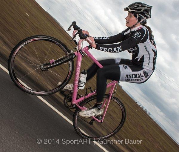 Die vegane Sportlerin Carolin Iseler (Foto aus der Vegan eXtreme Ausstellung)