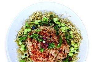 Superfood Pad Thai aus Das Plantpower Kochbuch