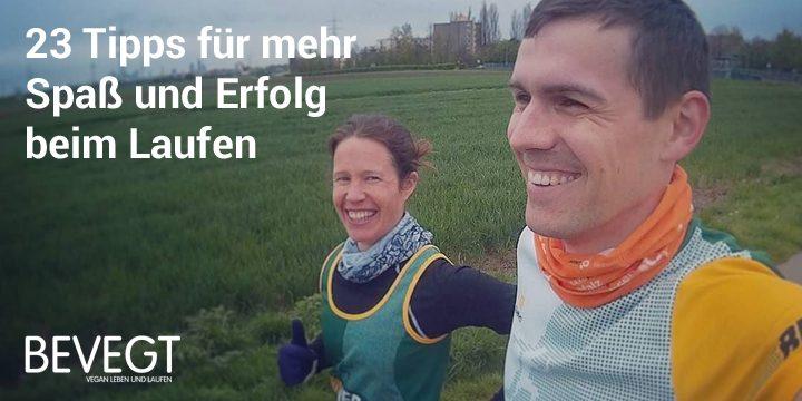 Daniel und Katrin laufen durch die Felder