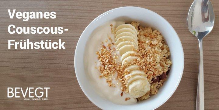 Titelbild: Eine Schale Couscous mit Rosinen, Bananen, Joghurt und Mandeln