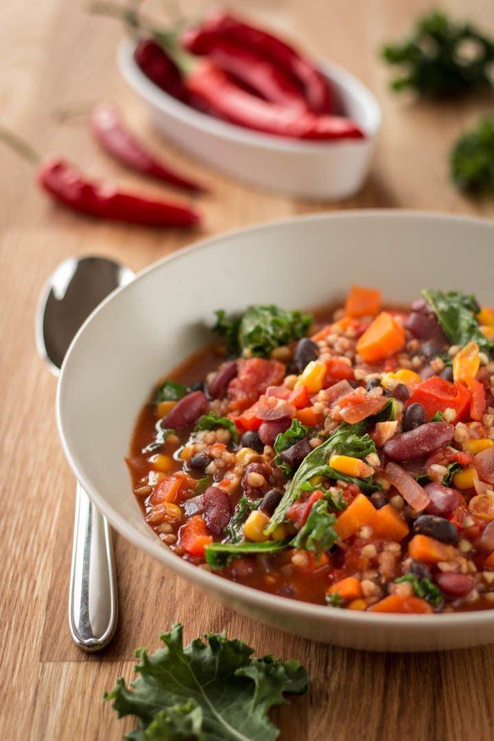 Ein Teller mit veganem Chili