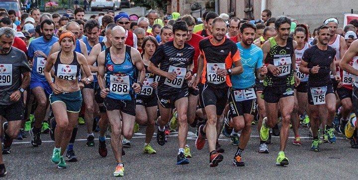 Titelbild: Läuferinnen und Läufer bei einem Laufwettkampf