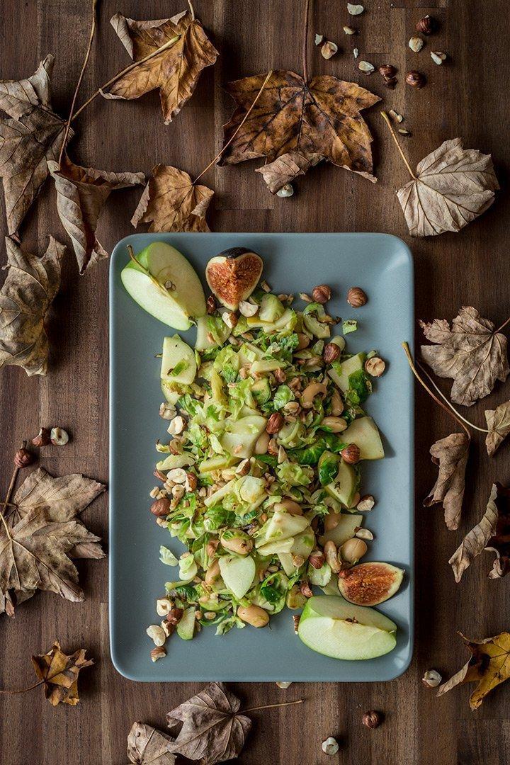"Apfel-Rosenkohl-Salat aus ""A Grain, a Green and a Bean 2"""
