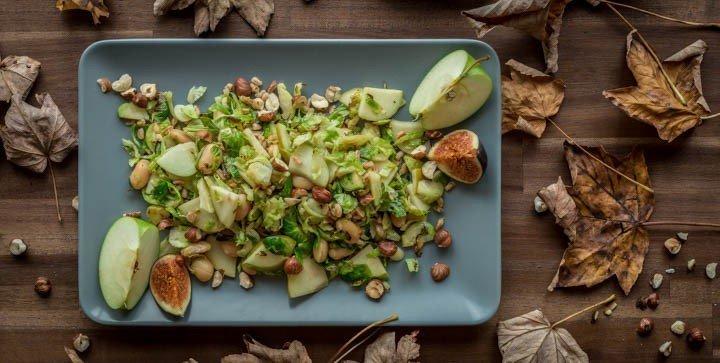 """Apfel-Rosenkohl-Salat aus dem Kochbuch """"A Grain, a Green and a Bean 2"""""""
