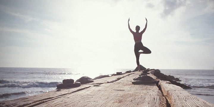Yoga ohne Studio: 20 tolle Blogs, Videos und Apps zum Selbstlernen
