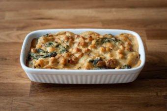 Auflaufform mit veganer Grünkohl-Lasagne
