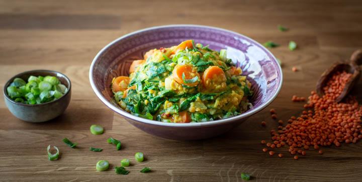 Indisches Linsencurry mit Spinat und Kokosmilch