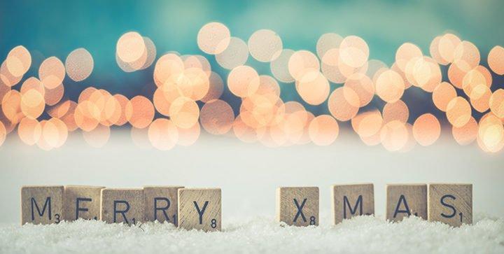 """Titelbild: Scrabble-Steine bilden das Wort """"Merry Xmas"""""""