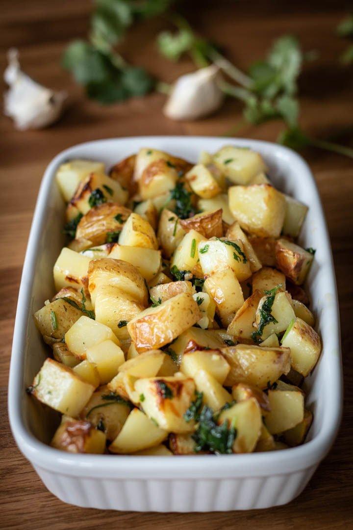 """Libanesische Bratkartoffeln """"Batata harra"""" mit Knoblauch und Koriander"""