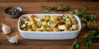 """Titelbild: Libanesische Bratkartoffeln """"Batata harra"""" mit Knoblauch und Koriander"""