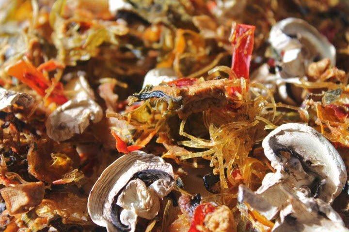 Outdoor-Mahlzeit: Bami Goreng im getrockneten Zustand