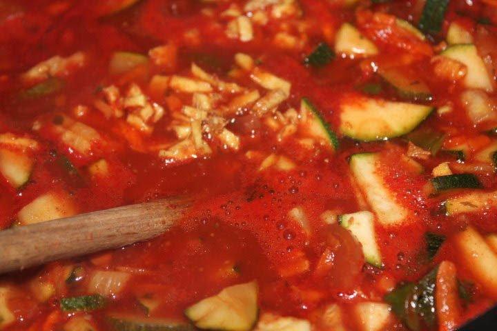 Outdoor-Mahlzeit: Linsencurry