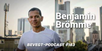 Benjamin Brömme vor der Frankfurter Skyline
