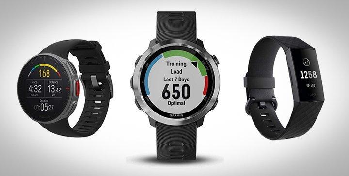 Drei aktuelle Laufuhren von Polar, Garmin und Fitbit
