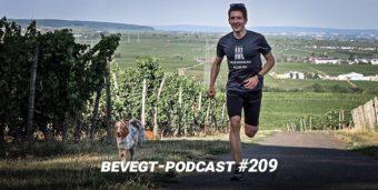 Der vegane Läufer Johannes Licht beim Laufen mit seinem Hund Peanut