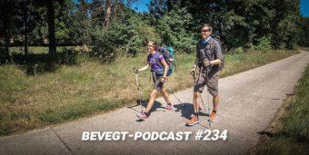 Titelbild: Katrin und Daniel beim Wandern