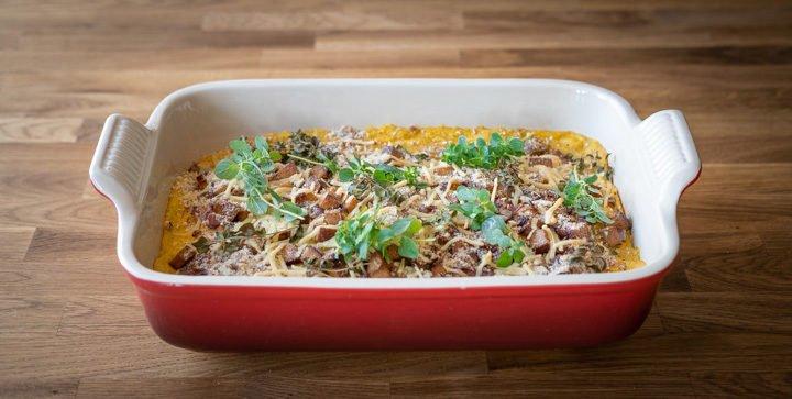 Chicorée-Auflauf mit cremiger Gemüsesoße und knusprigem Räuchertofu