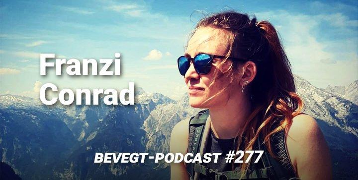Titelbild: Franzi Conrad vor einer Bergkulisse