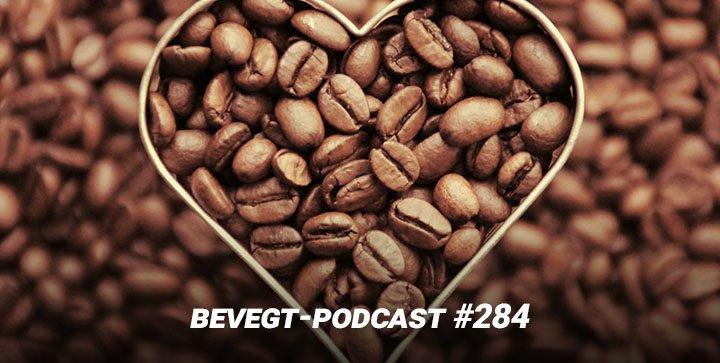 geröstete Kaffeebohnen sind zu einem Herz geformt