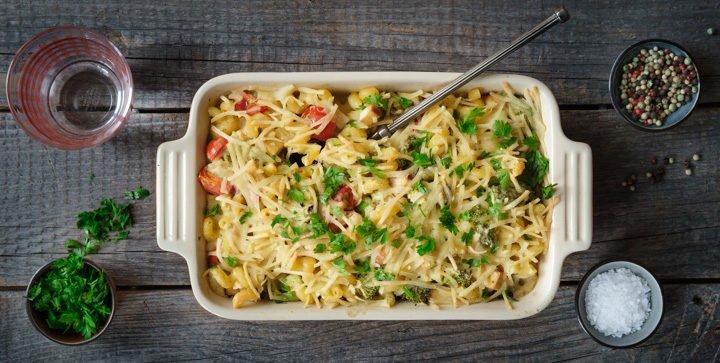 Veganer Brokkoli-Nudel-Auflauf mit Räuchertofu und Cashew-Bohnen-Soße